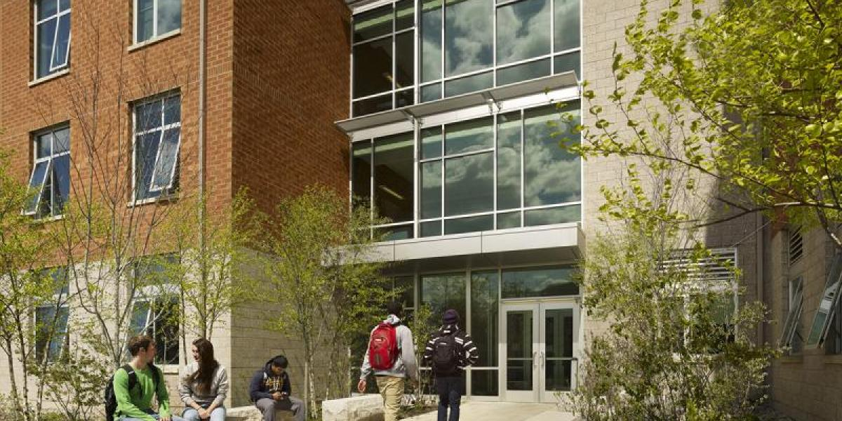 Students walking into building on campus